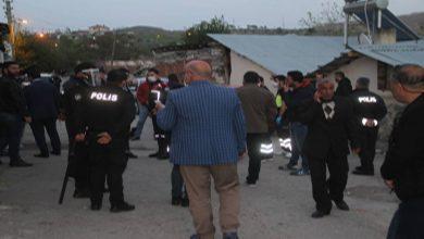 Photo of İki aile arasında silahlı kavga: 3 yaralı