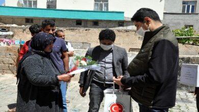 Photo of Kaymakam Şehit Annelerini Evlerinde Ziyaret Etti
