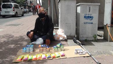 Photo of Sokağa Çıkma İzninde Sokakta Tezgah Açtı