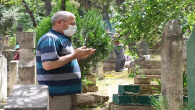 Photo of Urfa'da Yasağı Duyan Mezarlığa Koştu