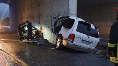 Photo of Üst geçidin duvarına çarpan cip ikiye bölündü: 2 ölü, 1 yaralı