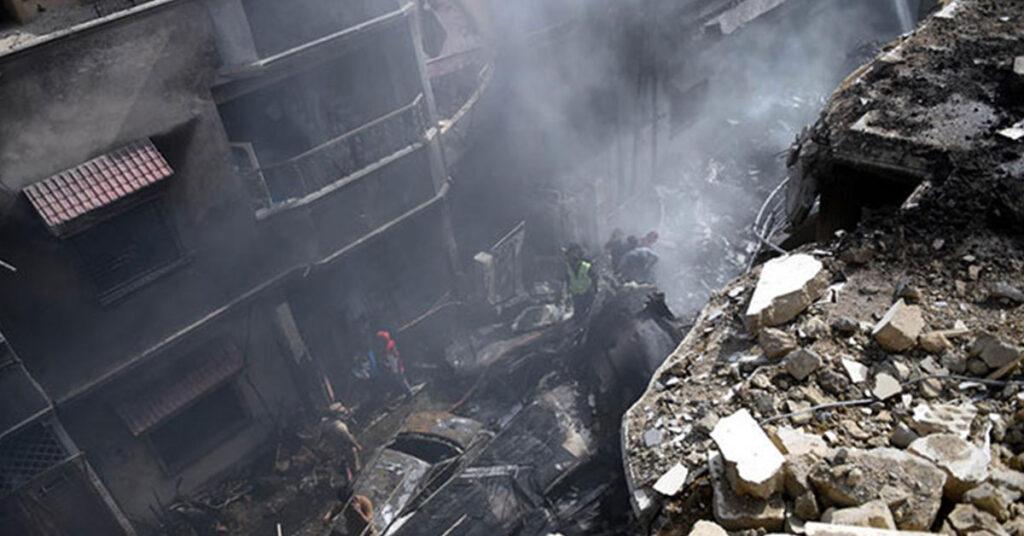 Pakistan Uçak Düştü