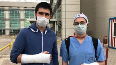 Photo of Bir Maganda İki Doktoru Tekme-Tokat Dövdü
