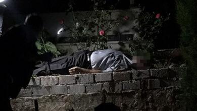 Photo of Eşinin mezarı başında silahla vurulmuş halde bulundu