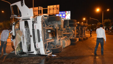 Photo of Şanlıurfa'da buğday yüklü tır devrildi: 1 yaralı