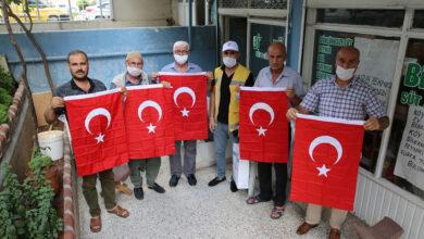 Photo of Haliliye Belediyesi vatandaşlara bayrak hediye etti