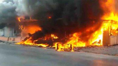 Photo of İş yerinde çıkan yangında alevler tüm apartmanı sardı