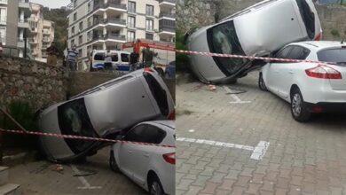 Photo of Otomobil, istinat duvarından başka aracın üstüne uçtu