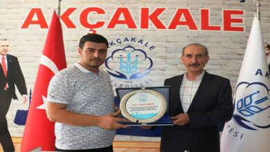 Photo of Başkan Yalçınkaya'dan Teşekkür Plaketi