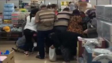 Photo of Koronayı Dinlemeyip Markette Birbirine Girdiler