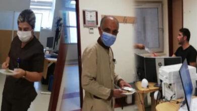 Photo of Başkan Bayık, Sağlık Çalışanlarına Tatlı İkram Etti