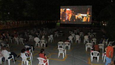 Photo of Şanlıurfa'da sosyal mesafeli açık hava sineması