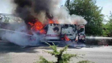 Photo of İçerisinde hasta olan ambulans seyir halindeyken alev alev yandı
