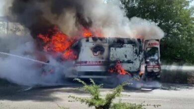 Photo of Ambulans seyir halindeyken alev alev yandı