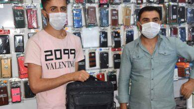 Photo of Suriyeli Genç Urfa'da Telefon Dolu Çantayı Sahibine Teslim Etti