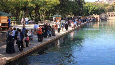 Photo of Havayı fırsat bilen vatandaşlar Balıklıgöl'e akın etti