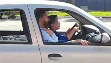 Photo of 14 yaşındaki çocuğunu trafiğe çıkardı