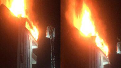 Photo of 5 katlı binanın çatı katı alev alev yandı