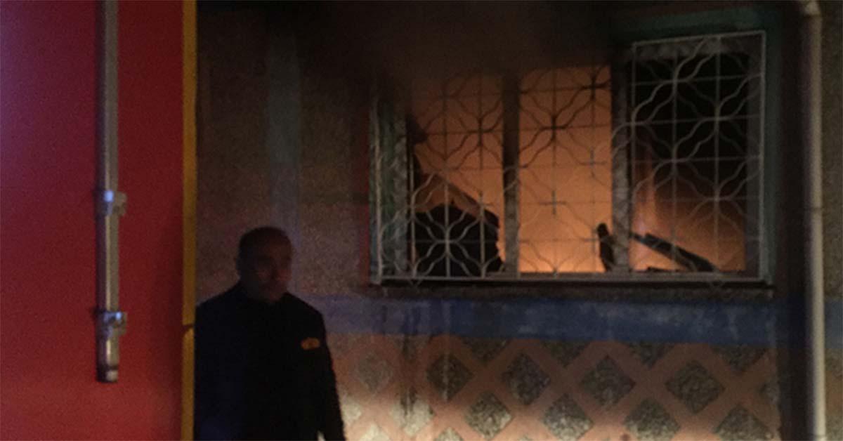 kaldığı evi yaktı