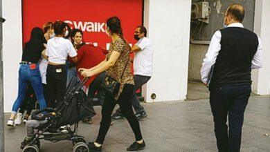 Photo of Genç Kızlar Sokak Ortasında Saç Başa Kavga Etti