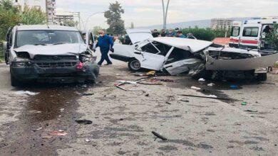 Photo of Otomobil ikiye bölündü: 8 yaralı