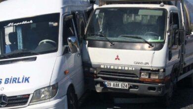 Photo of Minibüs ile kamyon çarpıştı: 5 yaralı