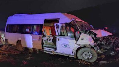 Photo of Yolcu minibüsü ile traktör çarpıştı: 8 yaralı