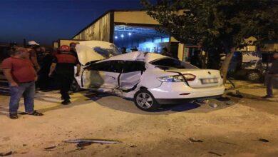 Photo of Şanlıurfa'da otomobil kaldırıma çıktı