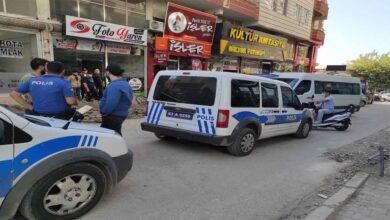 Photo of Urfa'da Kavgayı ayırmak isterken silahla vuruldu