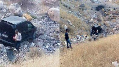 Photo of Urfa'da yuvarlanan araçtan yürüyerek çıktılar