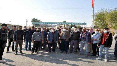Photo of Urfa Gümrükte bekleyen şoförler eylem yaptı
