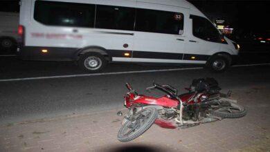 Photo of Motosiklet, servisten inen kadına çarptı