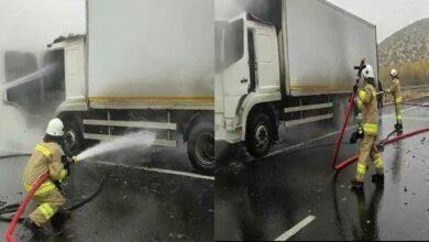 Photo of Lastikten çıkan kıvılcımlar kamyonu yaktı