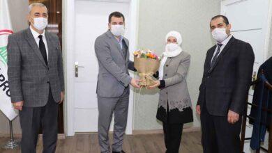 Photo of Baydilli yılın öğretmenini tebrik etti
