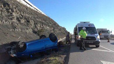 Photo of Hızını alamayan otomobil devrildi: 2 yaralı