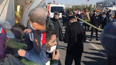 Photo of Tır otobüs durağına daldı: 1 ölü, 1 yaralı