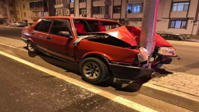 Photo of Otomobil direğe çarptı