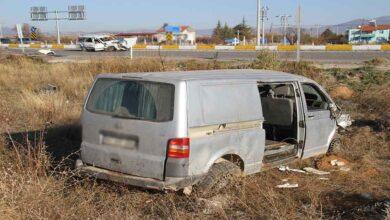 Photo of Minibüsle otomobil çarpıştı: 1 ölü, 3 yaralı