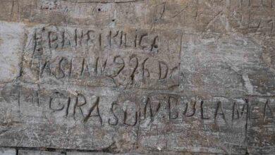 Photo of Urfa'da yüz yıllık anıları yıkımla ortaya çıktı