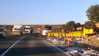 Photo of Şanlıurfa'da mermer yüklü tır devrildi: 1 yaralı