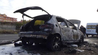 Photo of Seyir halindeki otomobil cayır cayır yandı
