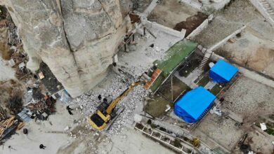 Photo of Belediye Başkanı, oğlunun kaçak yapısını yıktırdı