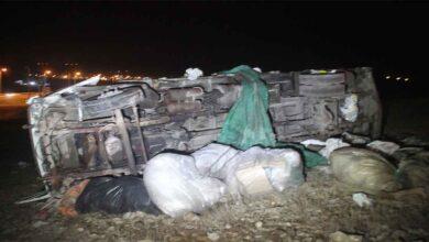 Photo of Kamyonet şarampole devrildi: 2 ölü, 4 yaralı