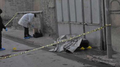 Photo of Karısını Sokak Ortasında Öldürüp Kafasına Sıktı