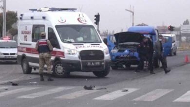 Photo of Kırmızı ışıkta durmayan tır askeri araca çarptı
