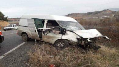 Photo of İki araç kafa kafaya çarpıştı: 1'i ağır 2 yaralı