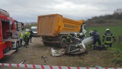 Photo of Hafriyat kamyonu otomobili biçti: 1 ölü