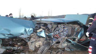 Photo of 2 otomobil kafa kafaya çarpıştı: 1 ölü, 4 yaralı