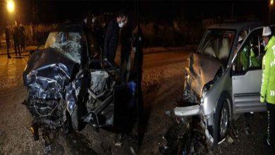 Photo of İki araç kafa kafaya çarpıştı: 1 ölü, 1 ağır yaralı