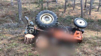 Photo of Tomruk yüklü traktör devrildi: 1 ölü